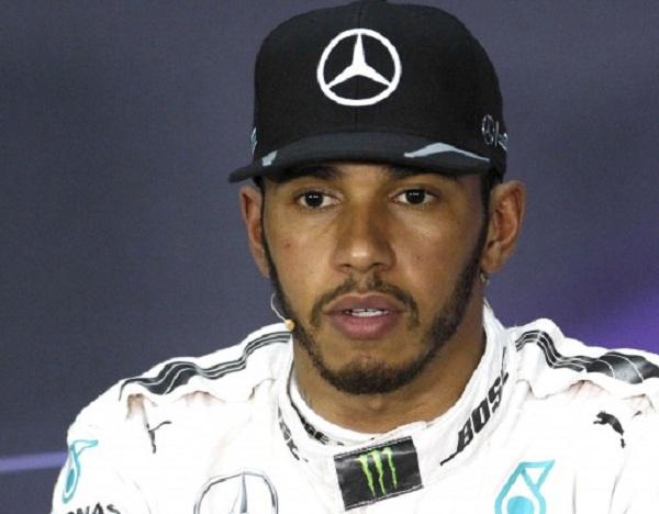 Na snímke britský pilot Lewis Hamilton