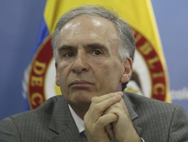 Na archívnej snímke šéf politickej misie OSN v Kolumbii Jean Arnault