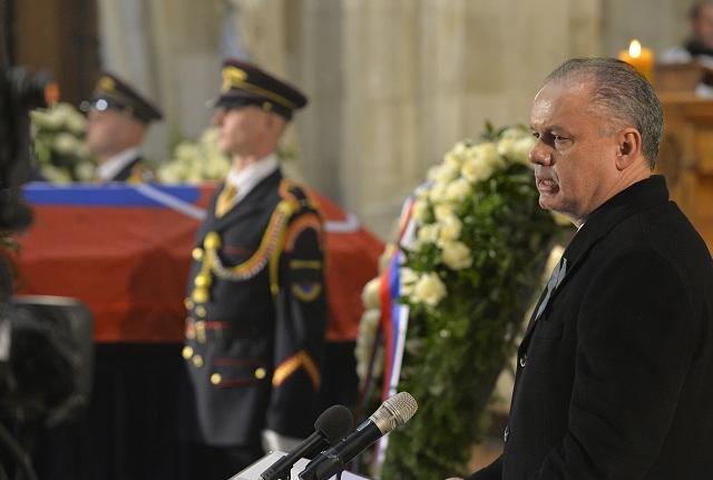 V Dóme sv. Martina sa konala zádušná omša za zosnulého prezidenta SR Michala Kováča, ktorú celebroval arcibiskup Stanislav Zvolenský. Na snímke vpravo sa prítomným prihovoril prezident SR Andrej Kiska