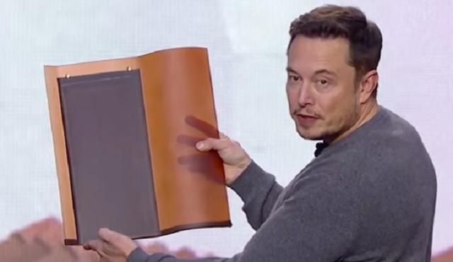 Elon Musk predstavuje novú sklenenú solárnu škridlu