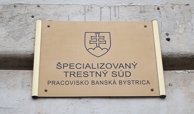 Na snímke tabuľa Špecializovaný trestný súd v Banskej Bystrici