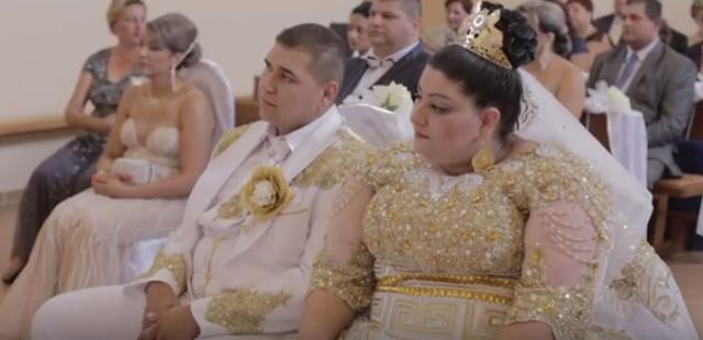 Na snímke z videa manželia Lukáš a Eva