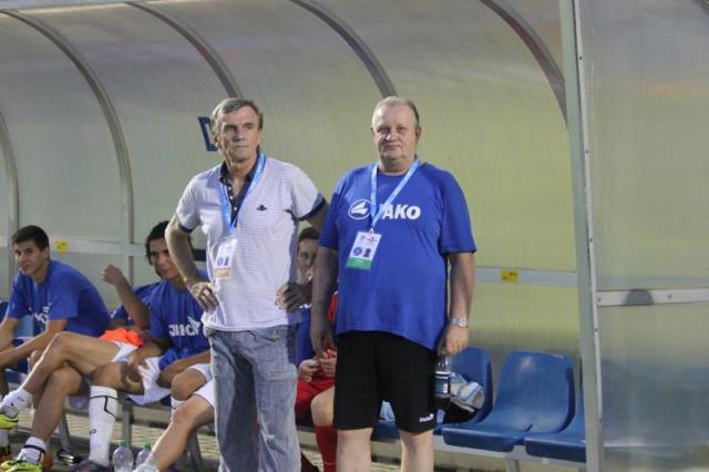 Futbalový tréner JUDr.Karol KISEL (na snímke stojí prvý zľava) počas úspešného pôsobenia v druholigom tíme FK BODVA Moldava nad Bodvou. Vedľa neho vidieť asistenta trénera a trénera brankárov taktiež najvyššej UEFA Pro licencie Romana Martončíka (na snímke prvý sprava).