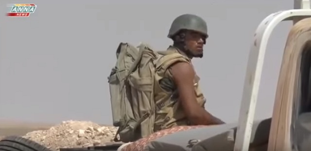 Na snímke z videa jeden z voajkov