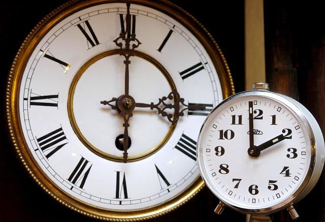 hodinky ruèièky posun dozadu letný èas koniec fíèer 8635df9c83