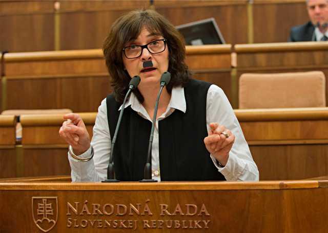 Na snímke ministerka spravodlivosti SR Lucia Žitňanská (Most-Híd). Bude sa aj takáto karikatúra považovať za extrémistickú?