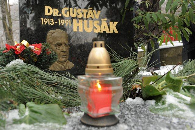Na snímke hrob Gustáva Husáka