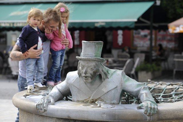 Ilustračné foto: najobľúbenejšia trenčianska fontána Vodník na Štúrovom námestí