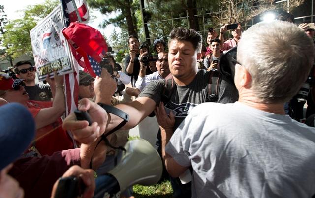 Foto:TASR-Leonard Ortiz/The Orange County Register via AP