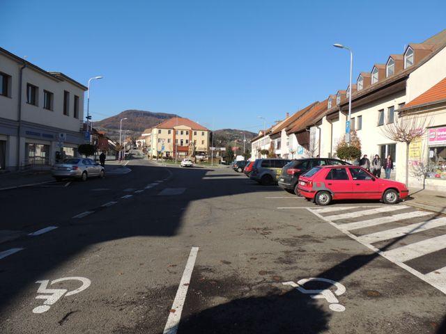 Na snímke je centrum mesta Nová Baňa, kde bolo zavedené platené parkovanie
