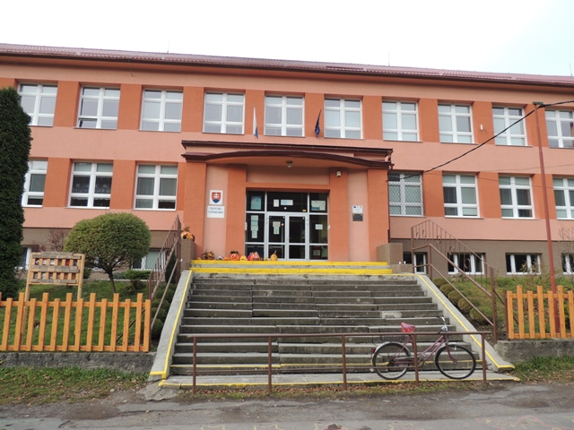 Na snímke Základná škola Župkov v okrese Žarnovica