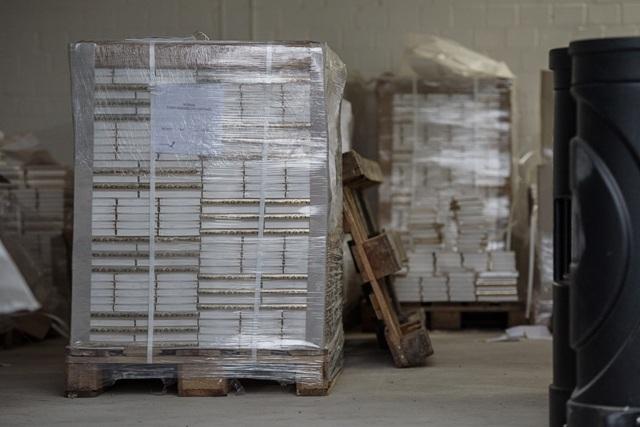 """Nemecké výtlačky Koránu v skladovacích priestoroch """"Lies! Verlag Gesellschaft"""" v nemeckom Pulheime neďaleko Kolína nad Rýnom 15. novembra 2016"""