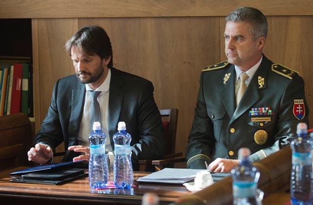Na snímke vľavo minister vnútra SR Robert Kaliňák a vpravo prezident Policajného zboru Tibor Gašpar
