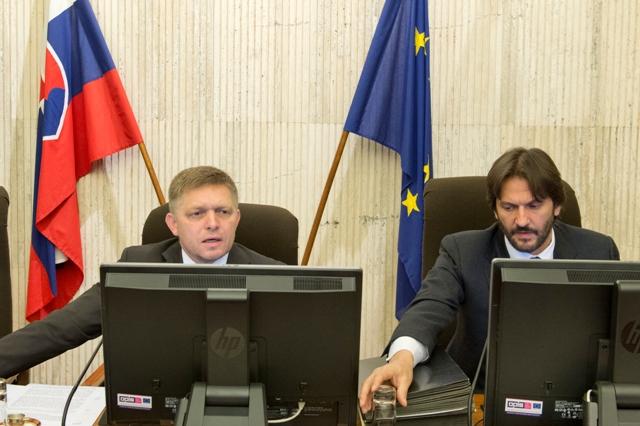 Na snímke vľavo predseda vlády SR Robert Fico a vpravo podpredseda vlády SR a minister vnútra SR Robert Kaliňák
