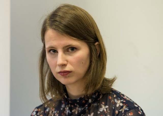 Bývalá pracovníčka Ministerstva zahraničných vecí a európskych záležitostí (MZVsEZ) SR Zuzana Hlávková počas tlačovej konferencie Transparency International Slovensko na tému Pochybenia pri prideľovaní zákaziek v rámci slovenského predsedníctva zo strany MZVaEZ SR