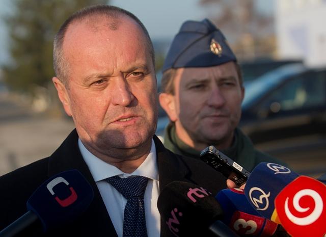 Na snímke zľava minister obrany SR Peter Gajdoš