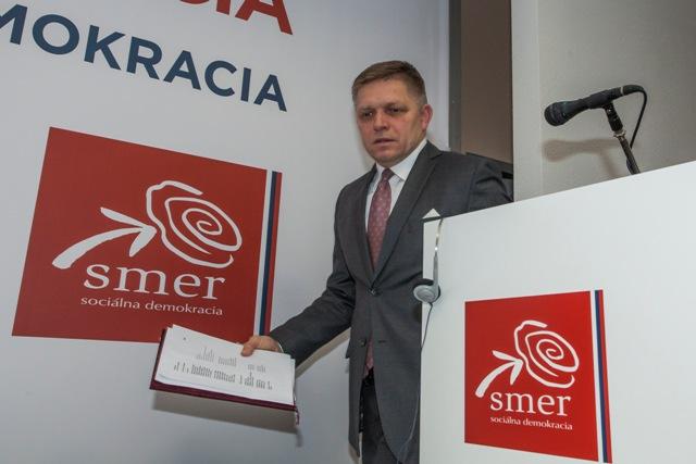 Na snímke predseda strany Smer-SD a premiér SR Robert Fico