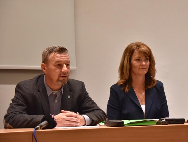 Na snímke zľava Zoroslav Smolinský a Jolana Julkeová
