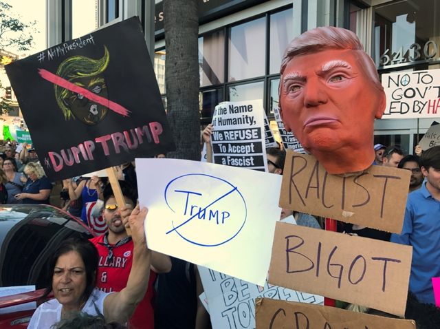Snímka z protestov proti zvoleniu Donalda Trumpa za prezidenta USA