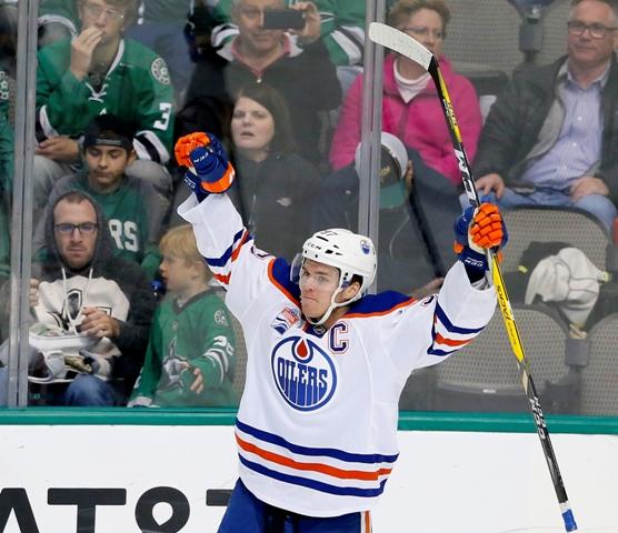 Na snímke kapitán Edmontonu Connor McDavid