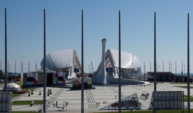 Na snímke rekonštrukcia Olympijského štadióna Fišt v čiernomorskom stredisku Soči 4. septembra 2015, ktorý bude hostiť svetový šampionát vo futbale v roku 2018