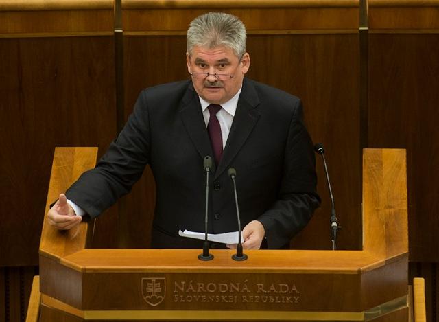 Na snímke minister práce, sociálnych vecí a rodiny SR Ján Richter počas rokovania 11. schôdze Národnej rady SR v Bratislave