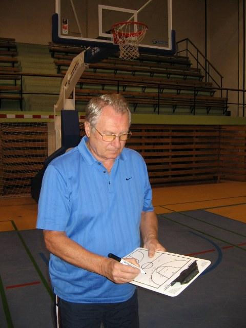 Basketbalový tréner PaedDr. Milan Rožánek