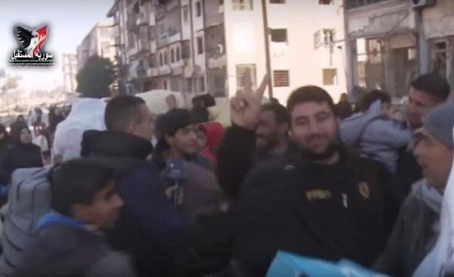 Sýrska armáda oslobodila východnú časť mesta Aleppo. Obyvatelia oslavujú víťazstvo a vracajú sa domov