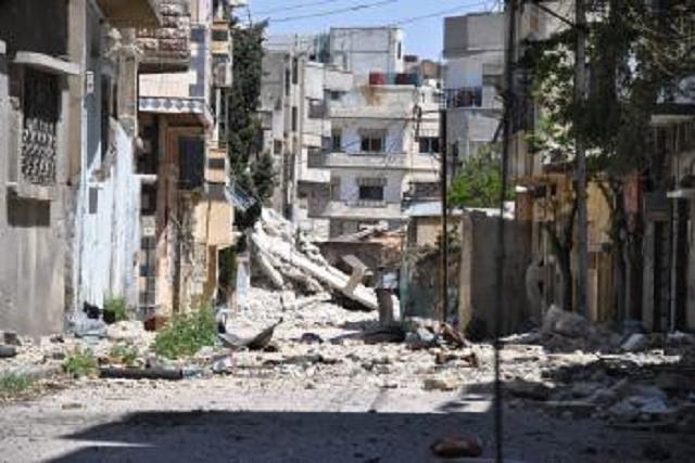 Zničené budovy v ulici sýrskeho mesta Homs