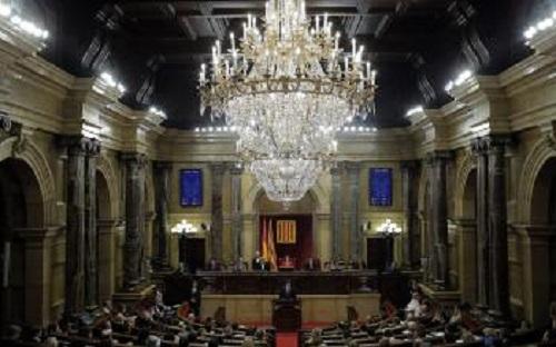Na archívnej snímke pohľad do katalánského parlamentu