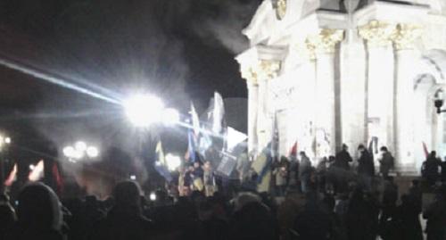 V Kyjeve pokračujú zrážky medzi radikálmi a políciou