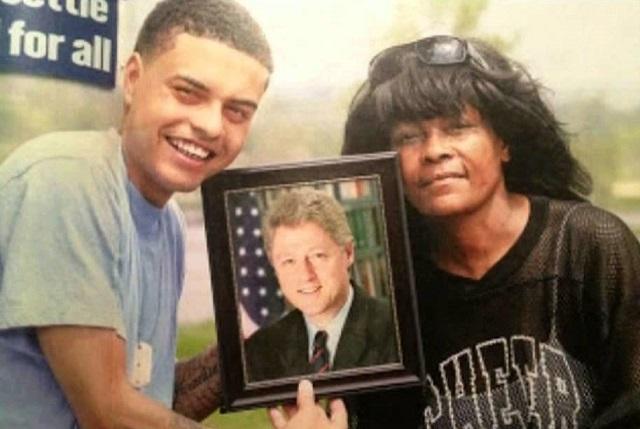 Danny Williams na sociálnych sieťach publikoval viacero informácii o vyhrážaniach sa zo strany Clintonovcov