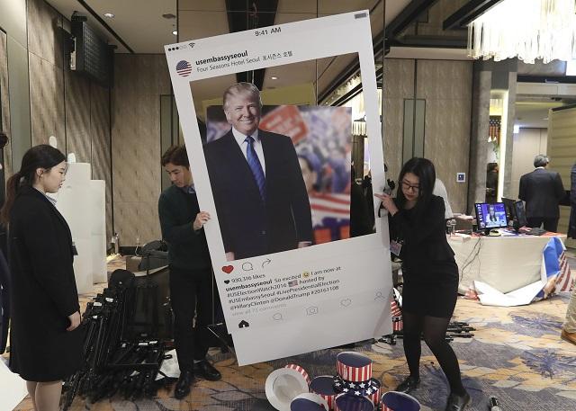 Donald Trump (na snímke plagátu) sa stal prezidentom
