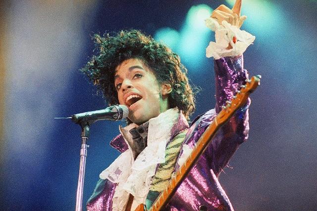 Na archívnej snímke spevák Prince