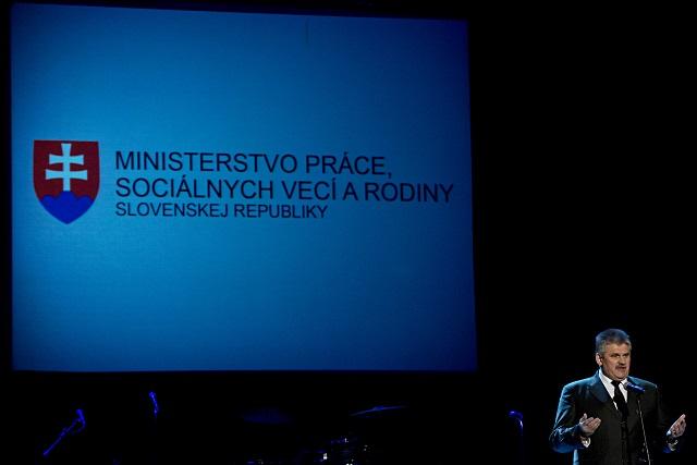 Minister práce, sociálnych vecí a rodiny SR Ján Richter (na snímke)