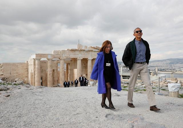 Na snímke americký prezident Barack Obama počas prehliadky Akropoly