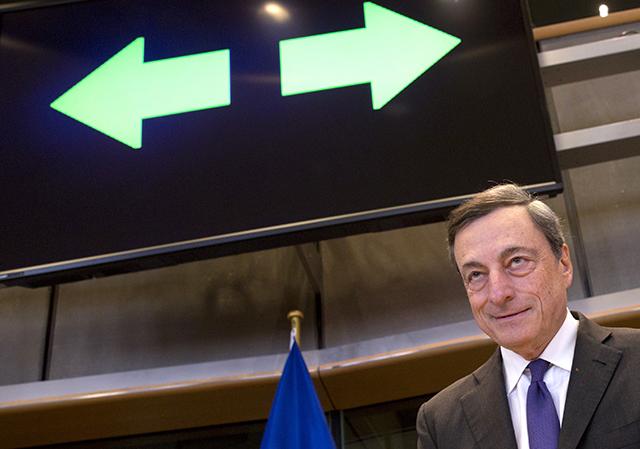 Na snímke guvernér Európskej centrálnej banky Mario Draghi