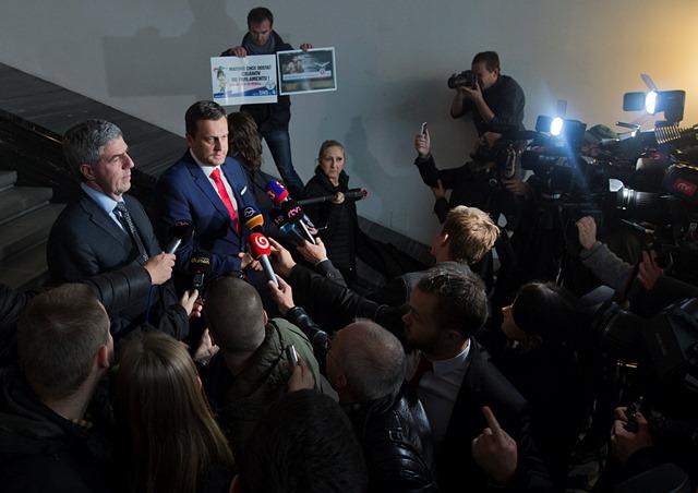 Na snímke vpravo predseda NR SR Andrej Danko a vľavo podpredseda NR SR Béla Bugár
