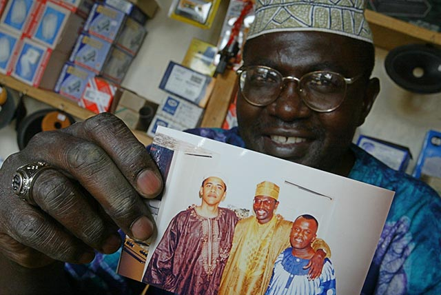 Na archívnej snímke zo 14. septembra 2004 Malik Obama, starší brat amerického prezidenta Baracka Obamu