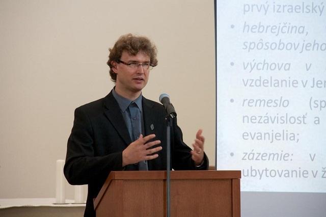 Na snímke biblista prof. František Trstenský