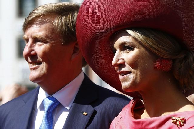 Na snímke holandský kráľ Willem Alexander (vľavo) a kráľovná Maxima