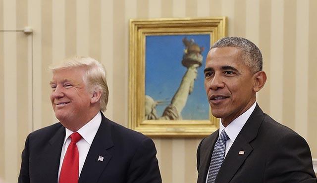 Novozvolený americký prezident Donald Trump (vľavo) a odchádzajúci americký prezident Barack Obama