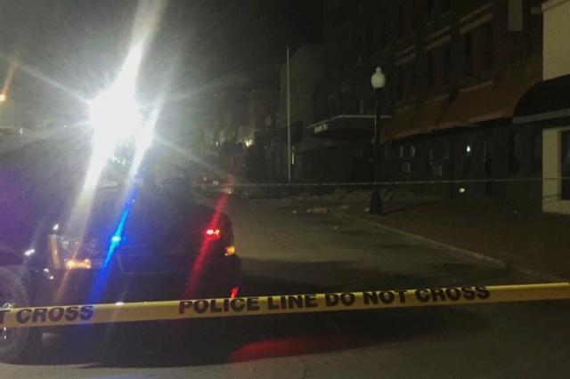 Na snímke z videa zverejnenej   KFOR-TV škody na ulici v meste Cushing, v americkom štáte Oklahoma po zemetrasení