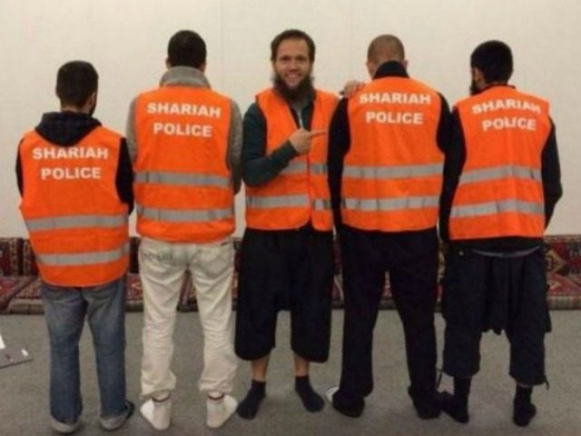 Na snímke jedna z islamistických hliadok Nemecka