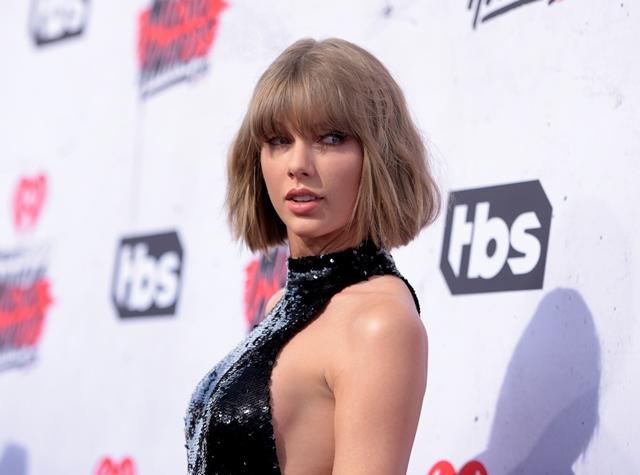 Na snímke Taylor Swift