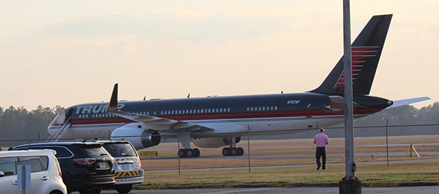 trump_force_one_at_valdosta_regional_airport_a_-_cropped