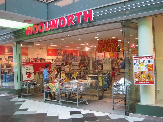 Na snímke jeden z obchodov siete Woolworth