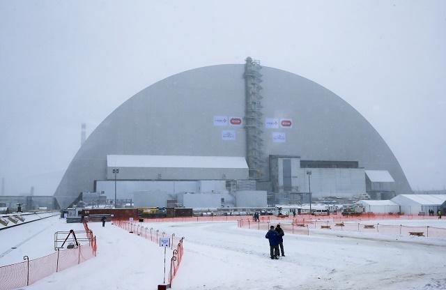 Na snímke nový kryt betónového sarkofágu reaktora jadrovej elektrárne v ukrajinskom meste Černobyľ 29. novembra 2016