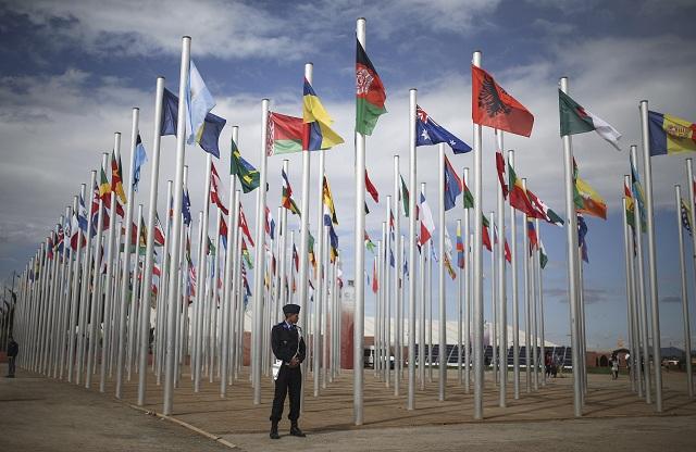 Vlajky štátov medzinárodnej konferencie OSN o klimatických zmenách s názvom COP 22