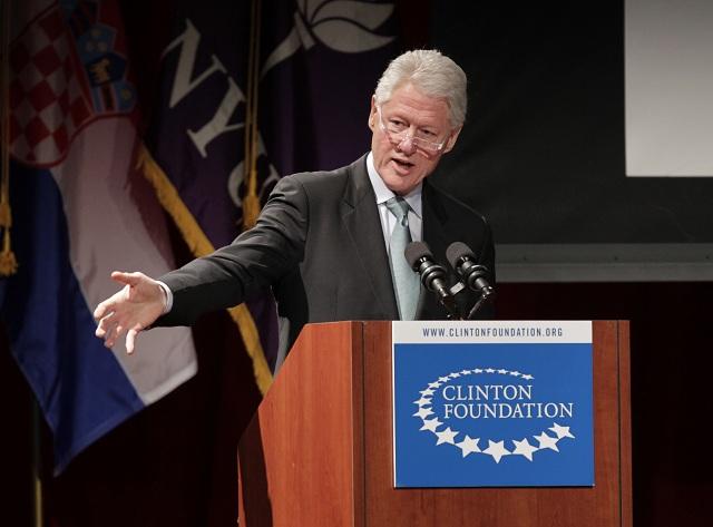 Na archívnej snímke Bill Clinton- zakladeteľ  Clinton Foundation